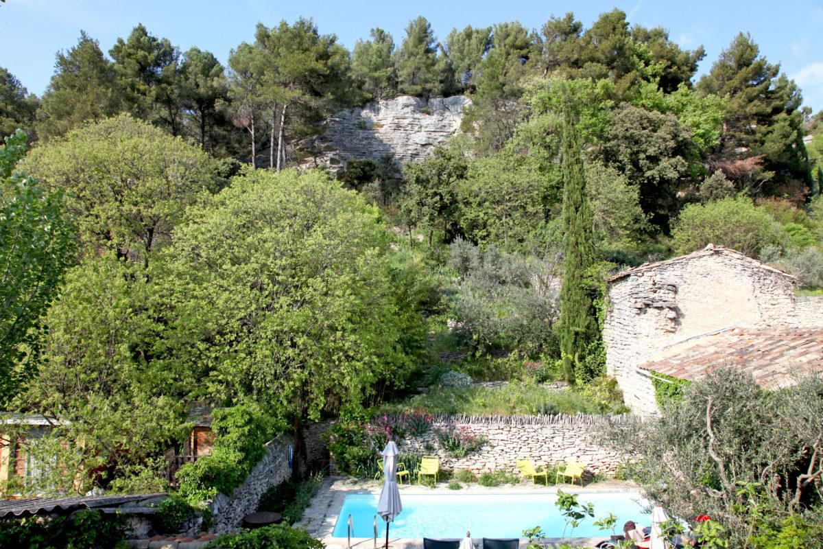 Piscine, maison d'hôte Au Ralenti du Lierre, dans le Luberon.