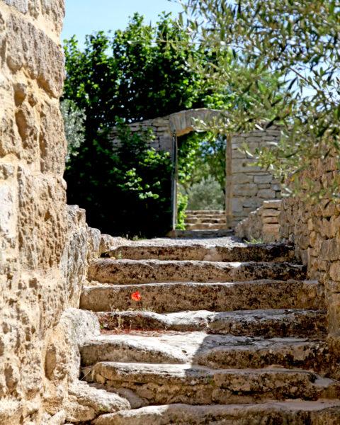 Escaliers, maison d'hôtes Le Mas de la Tannerie à Gordes, dans le Luberon.