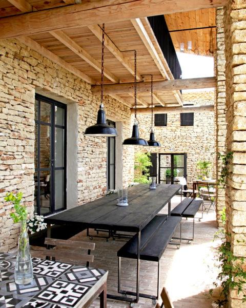 Terrasse, maison d'hôtes Le Mas de la Tannerie à Gordes, dans le Luberon.