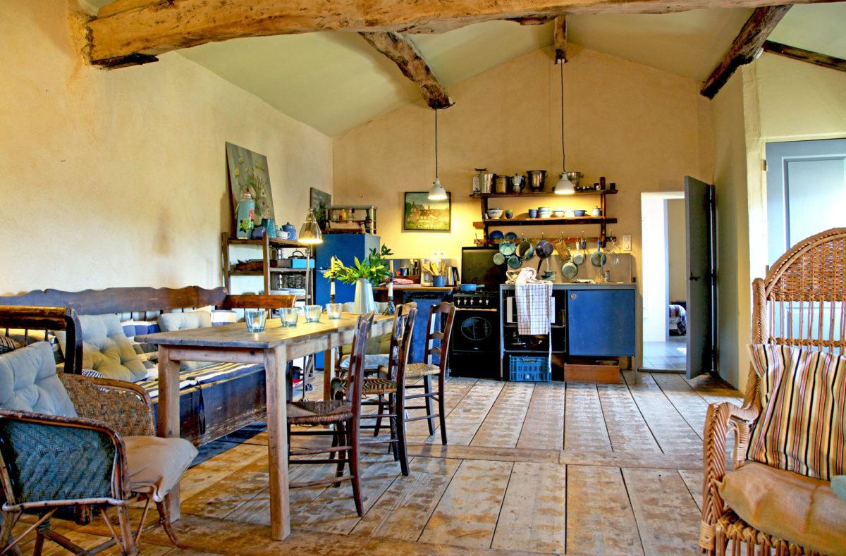 La Fleur Bleue, restaurant et gîtes dans le Vaucluse.