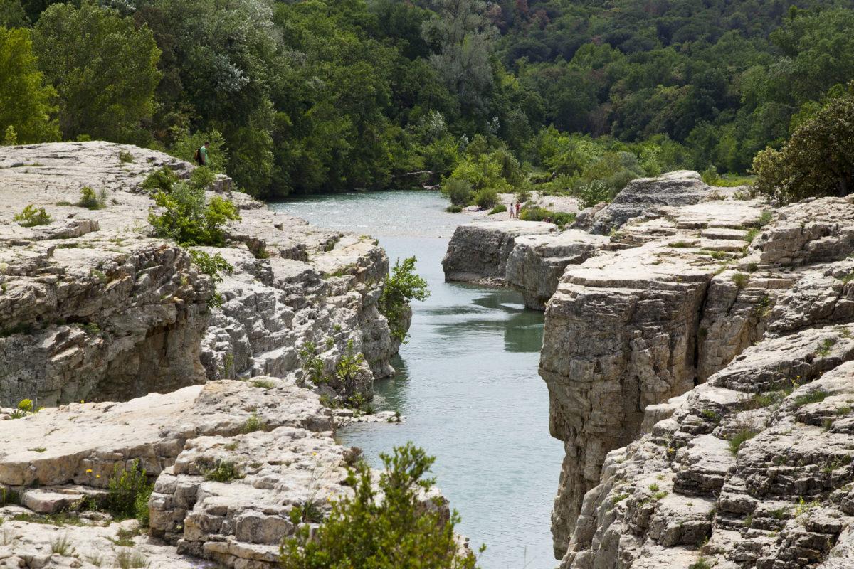 Région sauvage : Cascades du Sautadet, vallée de la Cèze, Gard, Occitanie. © Elodie Rothan