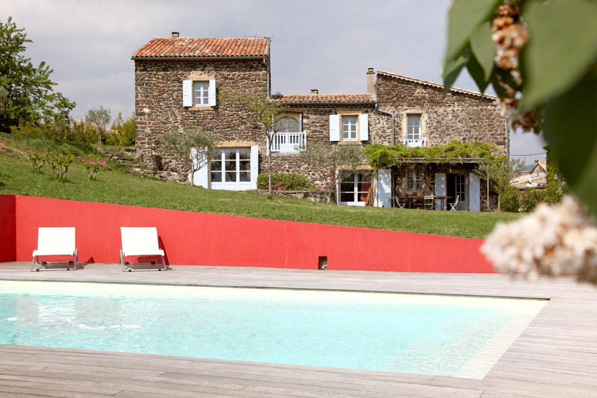 La maison Les Chaix en Ardèche. © Elodie Rothan