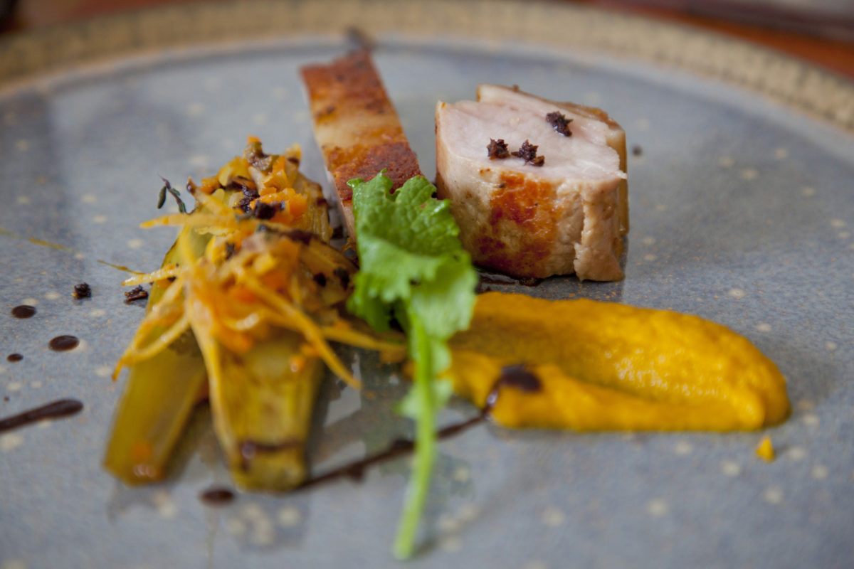 Celeri braisé & gremolata, cochonet du Larzac, vrai jus.