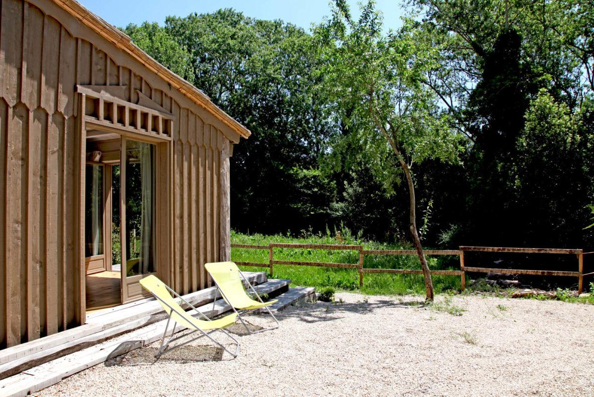 Terrasse, cabane de la Lèque, dans les Alpilles.