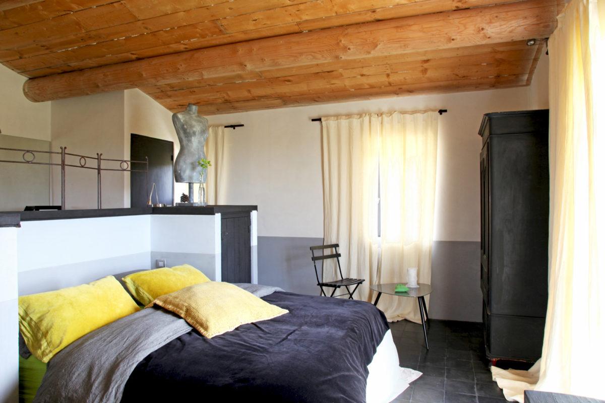 Chambre, maison d'hôtes Le Mas de la Tannerie à Gordes, dans le Luberon.