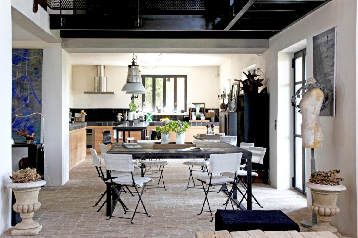 Salle à manger, maison d'hôtes Le Mas de la Tannerie à Gordes, dans le Luberon.