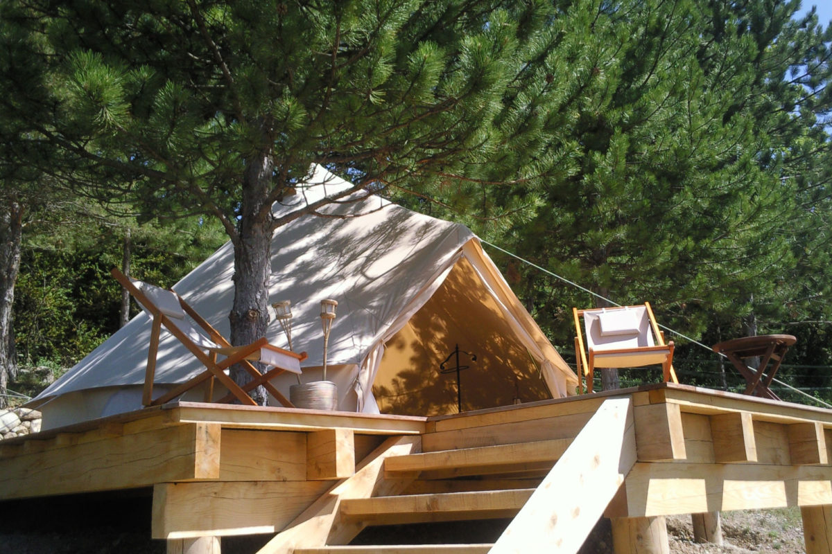 Tente lodge, Ferme Fortia, dans la Drôme. © Ferme Fortia