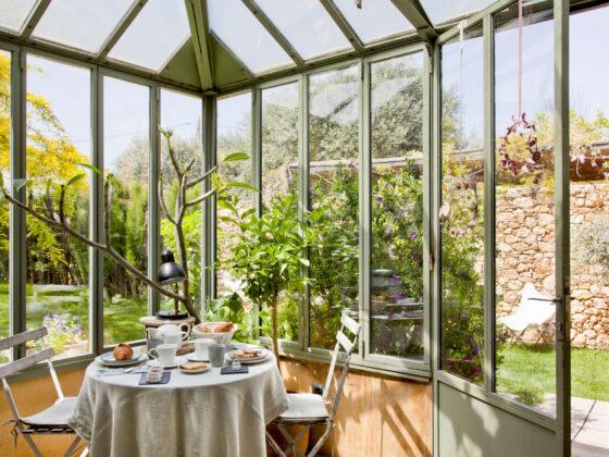 Salle à manger de l'hôtel Les Hamaques, en Catalogne, Espagne