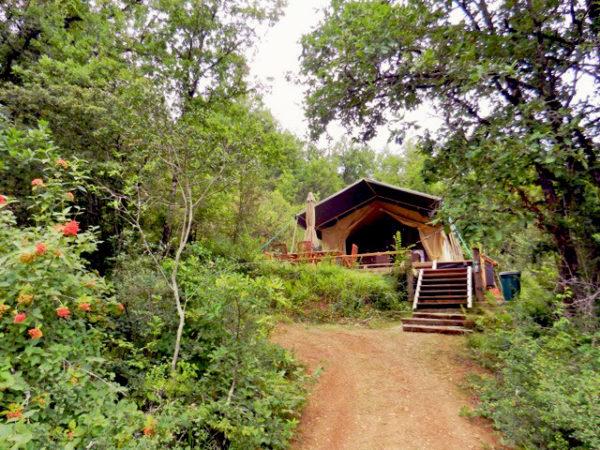 Tente Safari, domaine Les Quatre Toits, dans le Tarn-et-Garonne. © Les Quatre Toits