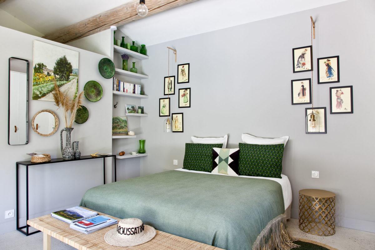 Joyeuse, contemporaine et colorée, cette chambre nous offre une belle leçon de style