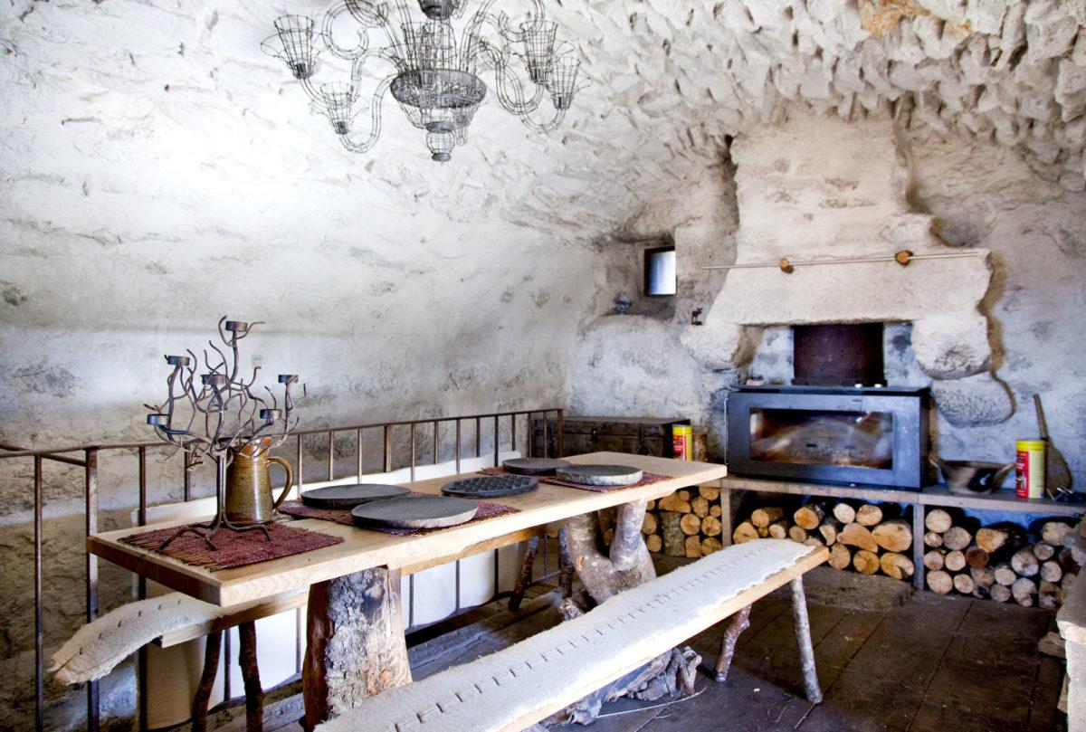 Salle à manger, Buron de Niercombe, Cantal, Auvergne.