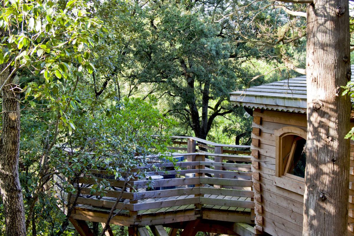 Cabane, Les Cabanes dans les Bois, dans l'Aude. © Elodie Rothan