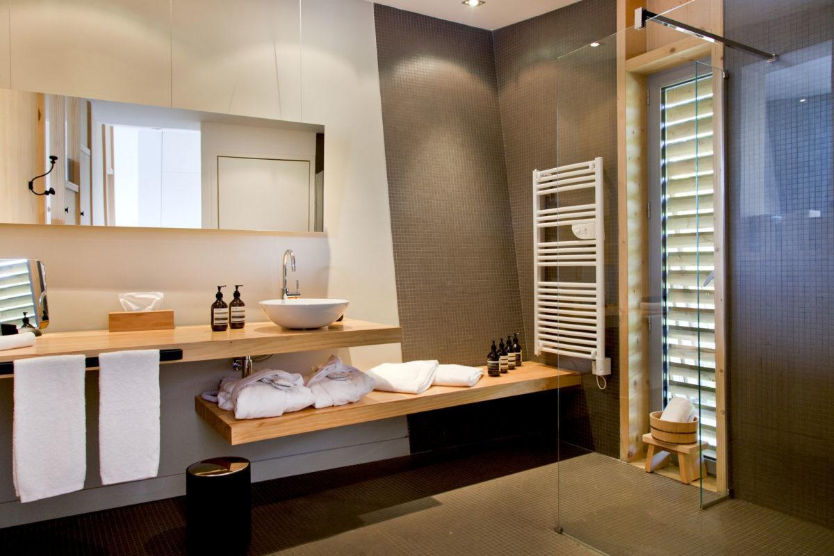 Salle de bains du Modge, Les Echasses, Landes. © Elodie Rothan