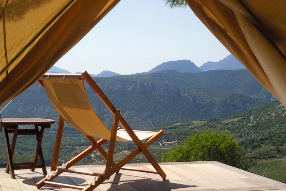 Vue depuis la tente lodge, Ferme Fortia, dans la Drôme. © Ferme Fortia