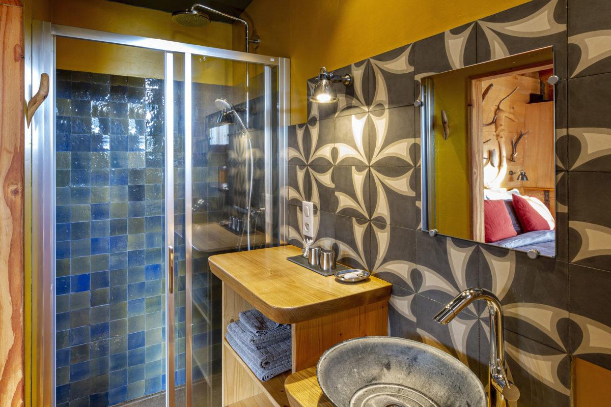 La salle de bain la cabane, Alta Terra dans le Cantal. © Pierre Soissons