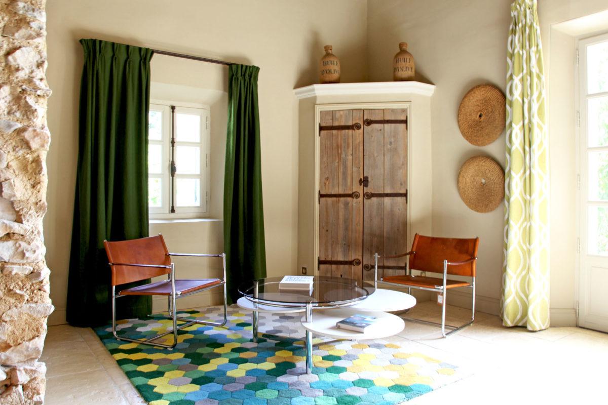 """Salon de la suite """"le Moulin"""" de l'hôtel Le Hameau des Baux, Alpilles, Provence."""