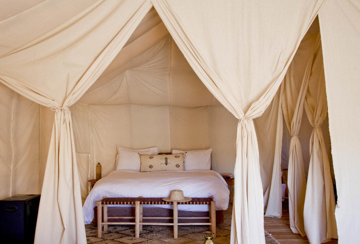 Côté lit, Umnya Dune Camp, Maroc. © Elodie Rothan